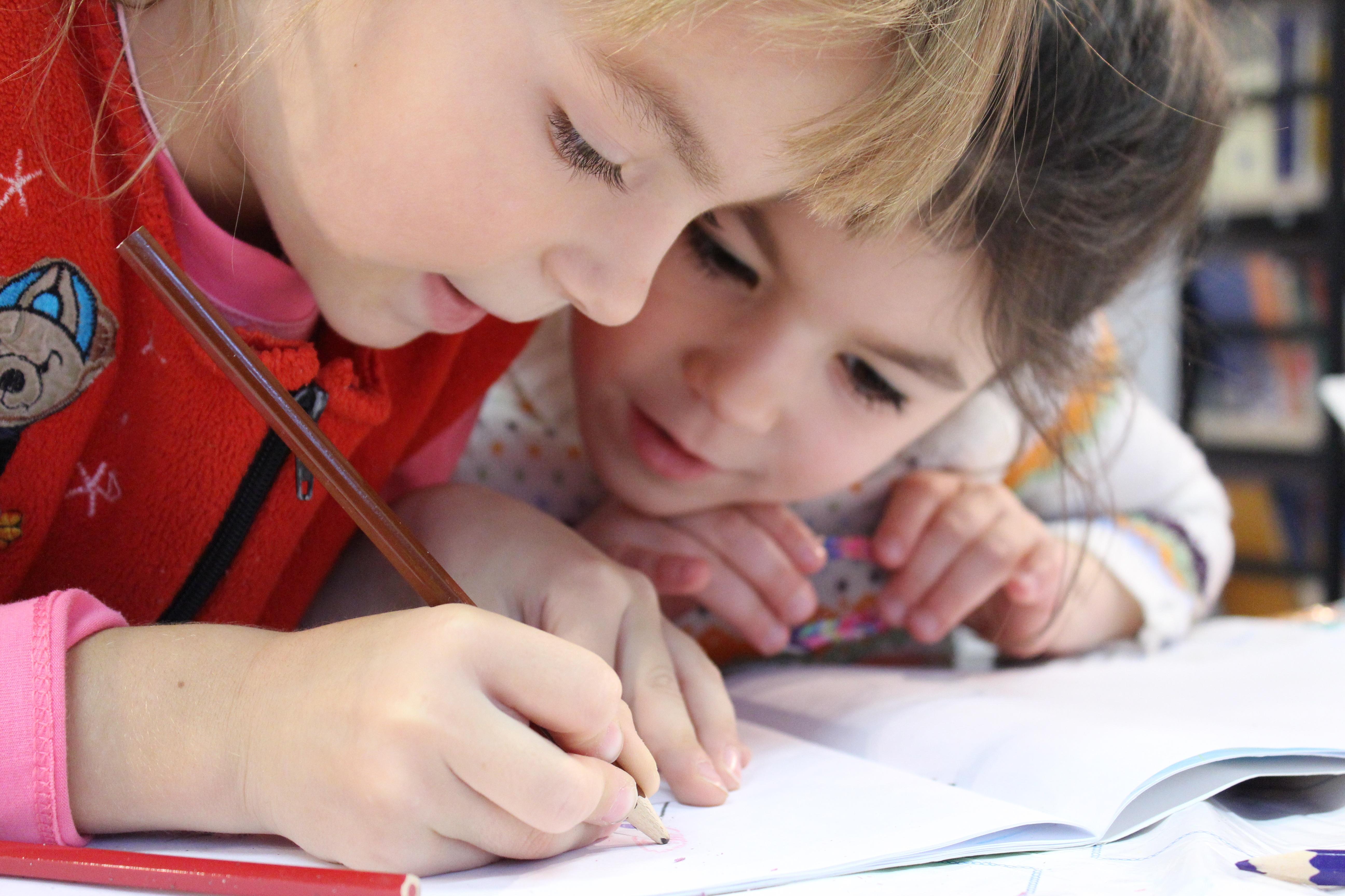 bambine che disegnano